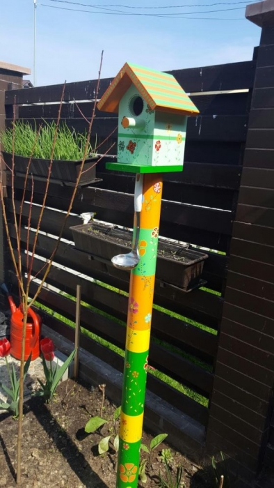 Ladle bird feeder